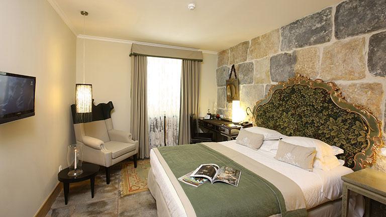 s jour lisbonne sensations du monde. Black Bedroom Furniture Sets. Home Design Ideas